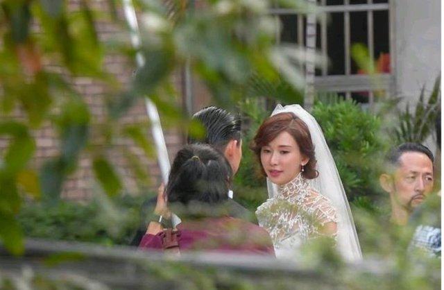 昨天林志玲和Akira(黑泽良平)举行婚礼,双方交换婚戒、甜蜜亲吻。很浪漫美好的事情啊,言承旭会祝福他的吧,默默祝福就好了,热搜很无辜啊😂😂能找到一个爱自己的人,相互陪伴和扶持,是人生很有意义的事情,毕竟,陪伴我们人生几十年的人,是身边的那个他,所以,爱自己,爱爱你的人,最后用黑泽良平的誓言结束吧:要坚定快乐地一直走下去,志玲,我要在这里谢谢你的爱情,谢谢你赞成我,谢谢你相信我,我会让你成为全世界最幸福的人。😍😍😍
