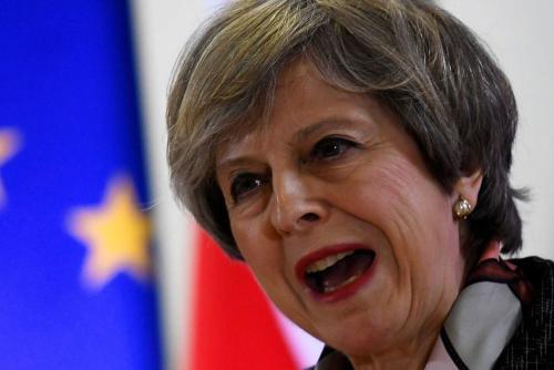 """当时梅姐就认为那时的议会对脱欧工作产生了阻碍,因此希望重新进行大选,以希望新的议会能使脱欧更顺利。约翰逊作为英国脱欧的强硬派,这么做也是""""顺理成章"""",何况刚被上月底的脱欧承诺打脸,这次必须得来真格的!"""