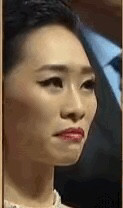 娱乐圈的潜规则都是正常现象了吧、毕竟当事人也只是当作一种交易方式来看待,近日也有一位女演员被媒体爆料靠潜规则上位,她就是女演员吴可熙,可能大家都不熟悉,但是说到在2016年台湾金马奖颁奖典礼上,冯小刚宣布最佳女主角的得奖者是周冬雨时,有一女演员翻白眼的,可能大家就想起来是谁了。吴可熙出演了电影《灼人秘密》,当时同剧组的演员一起聚餐,差不多过了3个小时后,导演赵德胤最先离开了饭局,和还留在场的演员们包括吴可熙挥手告别。然而,在两个小时后,赵德胤和吴可熙又偷偷见面了。将近凌晨1点的时候,吴可熙带着口罩换了一身衣服拖着行李箱去了赵德胤的家,至此之后,她就没有再出现,直到次日的下午3点多,才素颜从赵德胤的家里走出来。在遇到赵德胤之前,吴可熙只不过是一个经常在片场遭遇霸凌籍籍无名的小演员。而在遇到赵德胤之后,那完全就是一线女明星的待遇了,一跃而起成了炙手可热的女一号。而在求证赵德胤的时候,他的回答是: 就算睡在一起也不会发生什么。哎其实人总是自以为聪明地抄了近道,到头来可能是个吃人的岔道,因为人生,从来就没有所谓的捷径两个字。