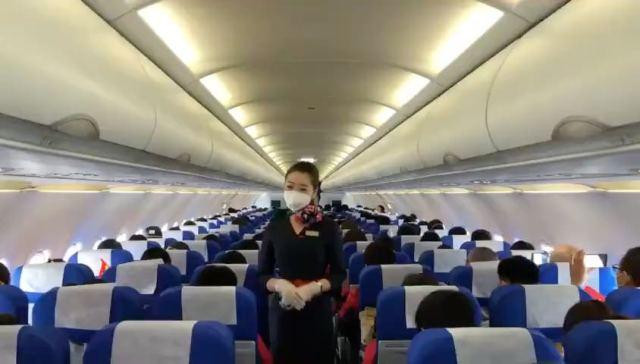 18日机长兑现诺言接最美逆行者回家,安徽省支援湖北医疗队今起返程。机长通过广播致敬机上援鄂医疗队。