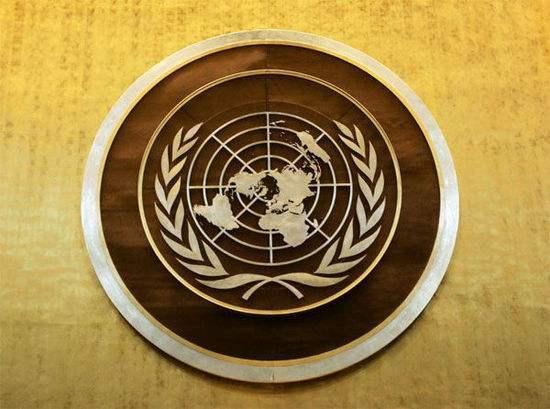 联合国是第二次世界大战后成立的国际组织,是一个由主权国家组成的国际组织。1945年10月24日,在美国旧金山签订生效的《联合国宪章》,标志着联合国正式成立。联合国致力于促进各国在国际法、国际安全、经济发展、社会进步、人权及实现世界和平方面的合作。总部设立在美国纽约的联合国总部。当前共有193个成员国   ,其中亚洲39个,非洲54个,东欧及独联体国家28个,西欧23个,拉丁美洲33个,北美、大洋洲16个,包括所有得到国际承认的主权国家,此外还有2个观察员国(梵蒂冈和巴勒斯坦)。联合国安全理事会的五大常任理事国有:美利坚合众国、俄罗斯联邦、大不列颠及北爱尔兰联合王国、法兰西共和国和中华人民共和国。 [2] 联合国的行政首长是联合国秘书长,当前由安东尼奥·古特雷斯担任。 联合国共有六种工作语言,分别为英语、法语、俄语、汉语、阿拉伯语和西班牙语。联合国在维护世界和平,缓和国际紧张局势,解决地区冲突方面,在协调国际经济关系,促进世界各国经济、科学、文化的合作与交流方面,都发挥着相当积极的作用。