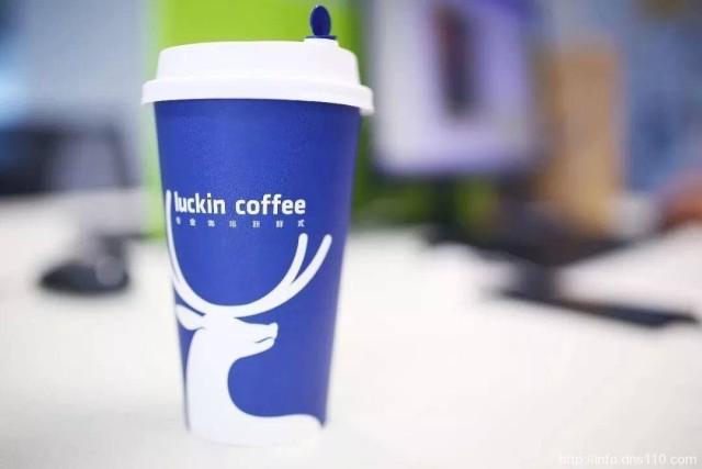 【伪造交易价值约22亿,瑞幸咖啡盘前跌近80%,目前已被美国多家律所提起集体诉讼】北京时间4月2日晚,瑞幸咖啡盘前跌近80%,公司公布调查显示伪造交易价值大约22亿元人民币。今年1月,浑水收到一份关于瑞幸咖啡的匿名报告,并对其公布,该报告显示,瑞幸咖啡捏造财务和运营数据。目前,美国已有多家律所对瑞幸咖啡提起集体诉讼,控告瑞幸作出虚假和误导性陈述,违反美国证券法。[衰][衰][衰]