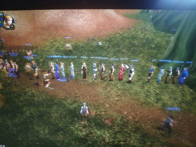 难得在游戏里看到这一幕,眼睛里进沙子了,大家排队杀boss