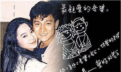"""除了朱丽倩之外,刘德华在感情还曾经历过一次""""婚约"""",两人甚至一起签过一个不具有法律结婚证书,刘德华更是一口一个""""老婆""""的叫着,而这个人就是喻可欣,在拍戏期间还给她寄过明信片。[求推][求推]在一次去国外的表演中,刘德华遇到了朱丽倩,朱丽倩当时在吉隆坡也算的上是名门望族,家里又是搞房地产的,朱丽倩完全就是富家千金。而且当时的朱丽倩还是马来西亚的知名模特,朱丽倩看到刘德华后,可谓是一见倾心,不仅主动追求刘德华,为了能和刘德华见面,不惜从马来西亚来到香港,在不懈努力中终与华仔修正果[心][心]"""