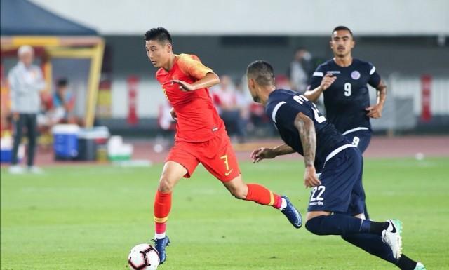 """《马卡报》:这位效力于西班牙人的球员攻入了一记非常精彩的进球,并助攻杨旭打进一球,后者上演了""""大四喜"""",武磊也帮助中国队7-0战胜关岛。《阿斯报》:武磊在本场比赛中既有进球,也有助攻。在返回西班牙人之前,武磊还会跟随中国队客场对阵菲律宾队。《世界体育报》:中国队7-0轻取关岛,在西班牙人效力的武磊表现突出,获得了很多人的认可!"""