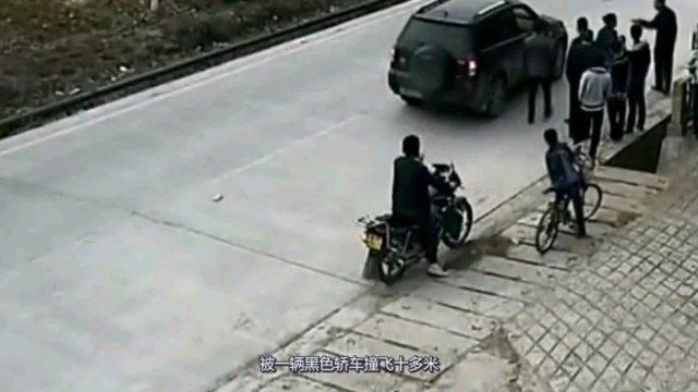 命大!男童横穿马路,惨被轿车撞飞十多米,大难不死奇迹生还