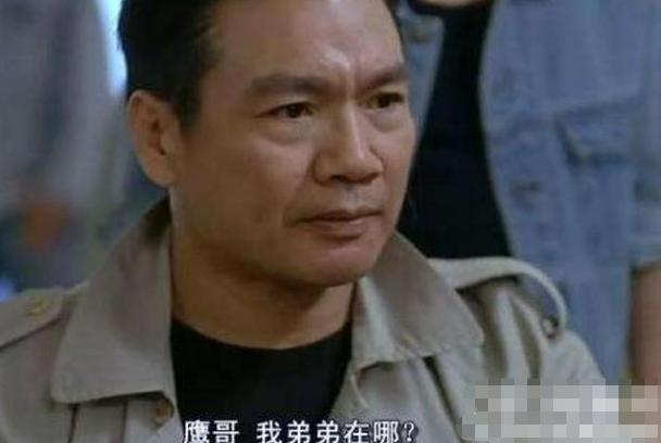 """娱乐圈中有不少忘年恋,比如齐秦和比自己小24岁的成都女孩孙丽雅,还有马景涛与年龄相差20岁的吴佳妮,50岁的汤振业与25岁的小娇妻文静,近日又一对被曝光了,男主说名字你们可能不认识,但看下面这几张图绝对眼熟,他就是63岁的TVB的资深""""绿叶""""男演员罗莽,最近其公开认爱一位小他20岁的女士,这位女士还是个富婆。[六六六]"""