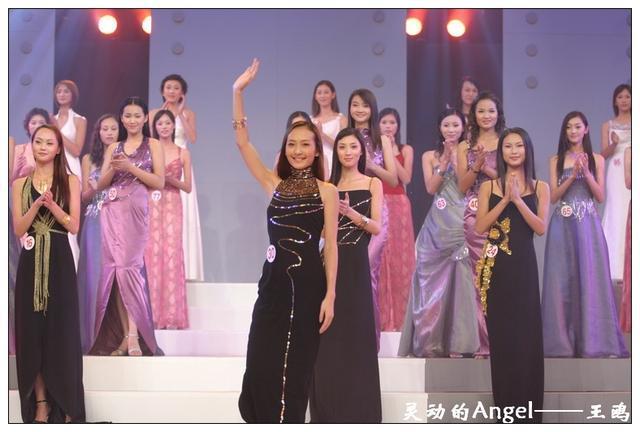 王鸥出生在南宁,21岁时获第四届CCTV模特电视大赛全国总决赛最上镜奖,那是2003年。此后一直从事模特工作,可能是长得太漂亮太主流的原因,王鸥一直没能像刘雯何穗那样在国际舞台上发光发热,后来转战影视圈。