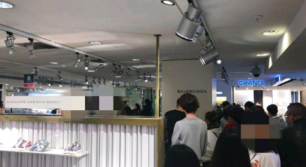 如何看待中国顾客在巴黎购物疑遭歧视?