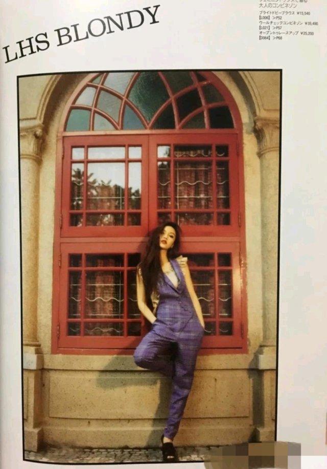 Angelababy九年前嫩模街拍曝光 ,打扮前卫烟熏妆秀美腿。近日,有网友在一本2010年出版的品牌型录杂志中,意外发现了Angelababy在日本当平面模特的时候,在澳门取景拍摄的一期照片。照片中baby挑战多种前卫造型,甚至画上烟熏妆,十分抢眼。