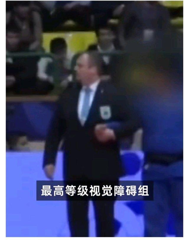 """韩国规律:一边深挖造假一边大量造假。不管是政治还是体育还是文化遗产,不知道该夸还是无语!其中最离谱的,双眼1.0的运动员参加盲人柔道比赛,被分在""""最高等级视觉障碍组"""",然后拿到世界冠军,韩国残联的组织性支持棒棒哒。"""